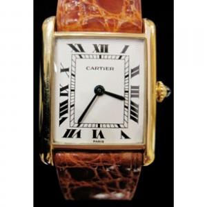 Cartier Tank, une des montres les plus célèbres du monde! dans Cartier tank-louis-cartier-or-jaune-cuir-homme-a4456-1600_51-300x300